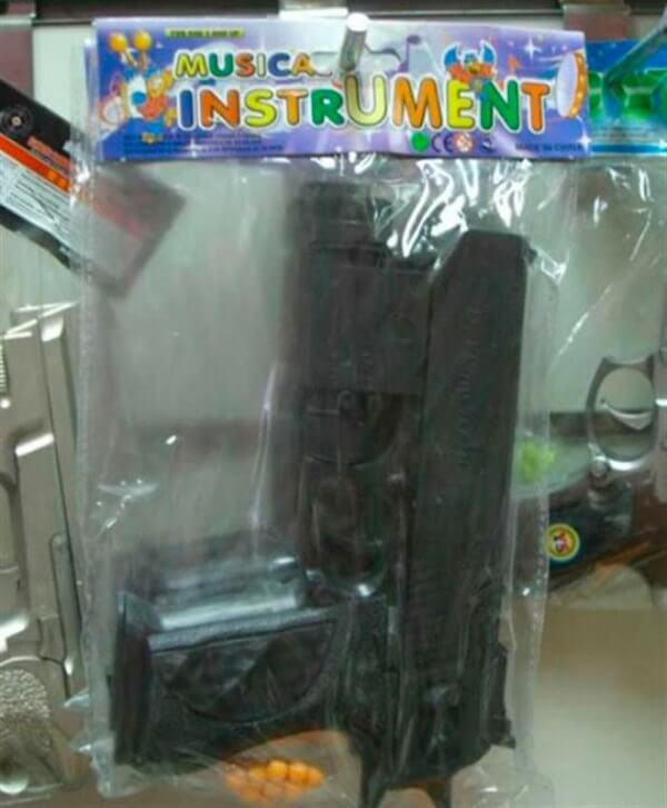 erro-design-embalagem-arma-ou-instrumento-musical-min